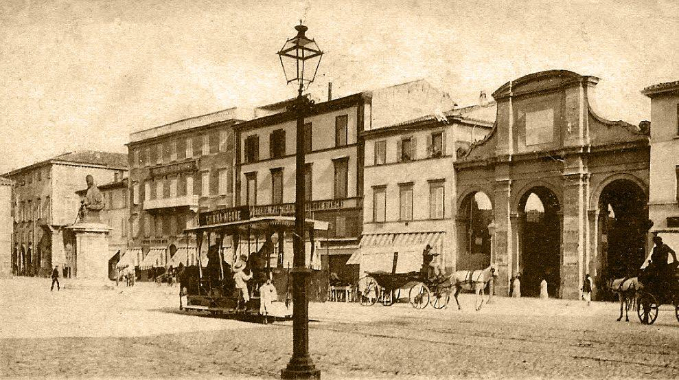 Lampione a gas in Piazza Cavour