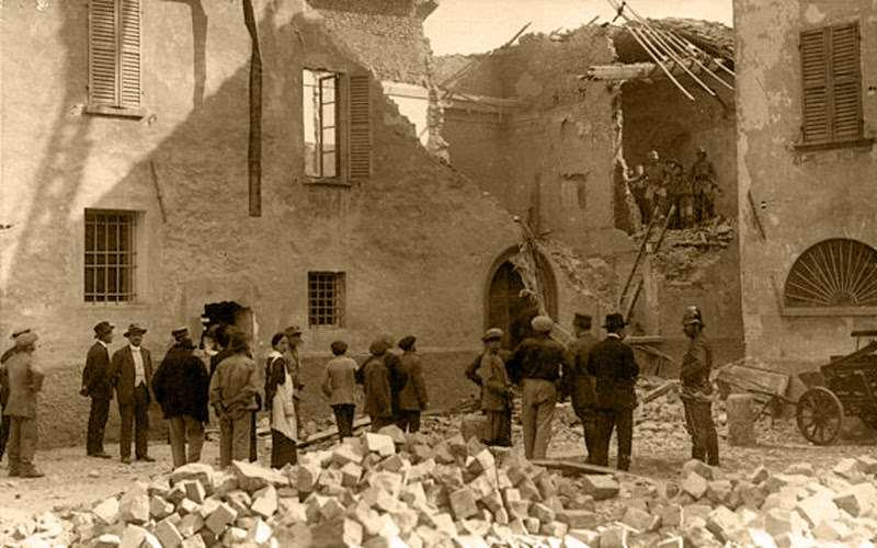Granate austriache sulla città, 1915