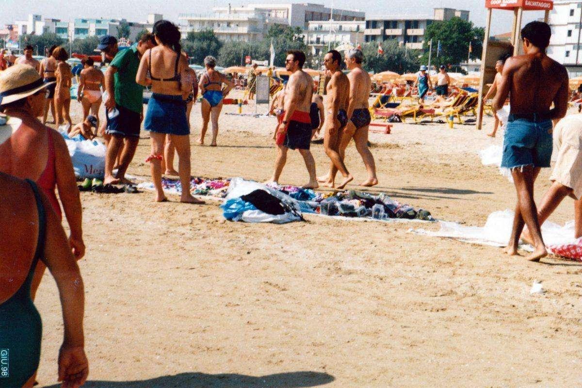 Turisti spiaggia Rimini