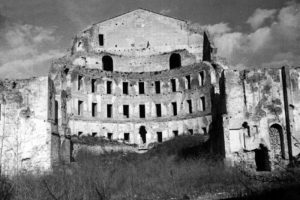 La ricostruzione del Teatro (1945)